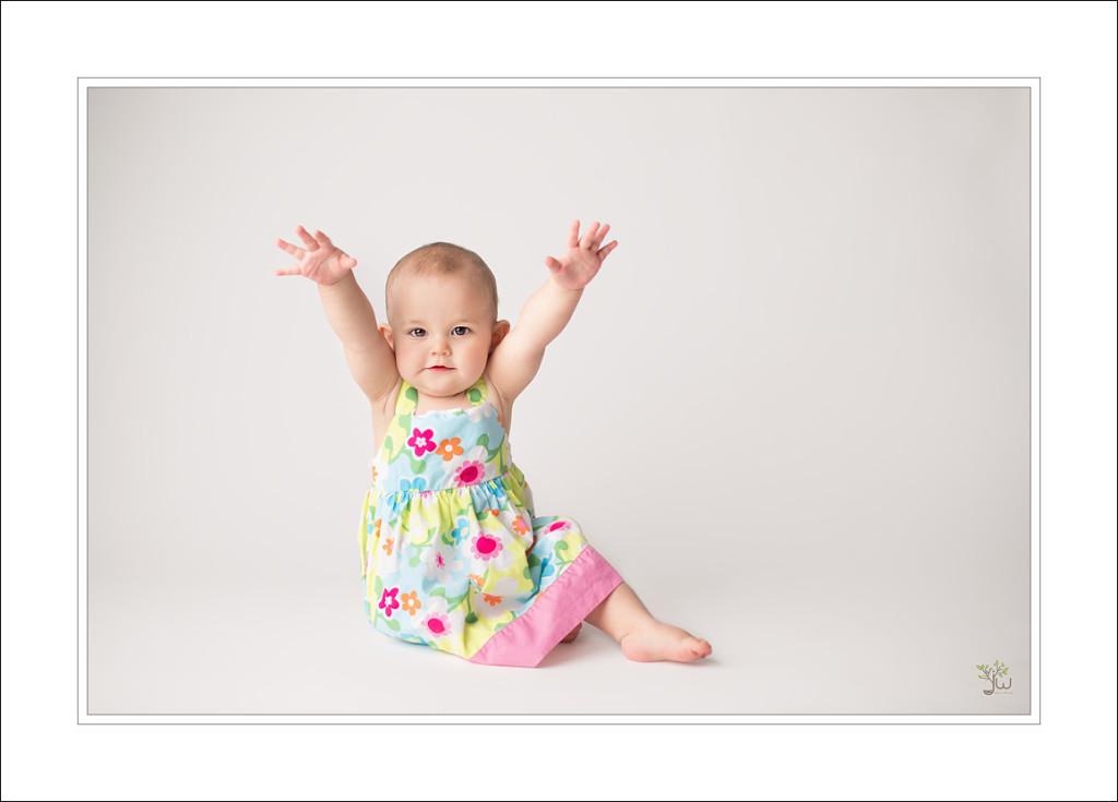 Bellevue Baby Photographer Jennifer Wilcox Photography cake smash 2 1024x735 Bellevue Baby Photographer ~ So Big
