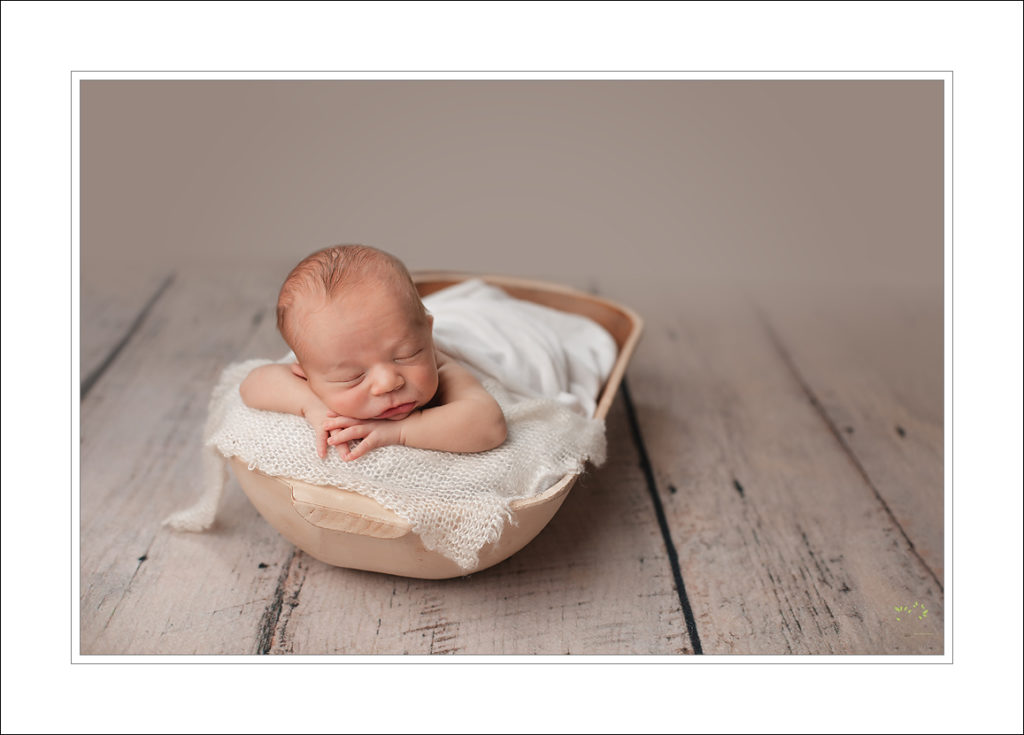 Puyallup newborn photographer